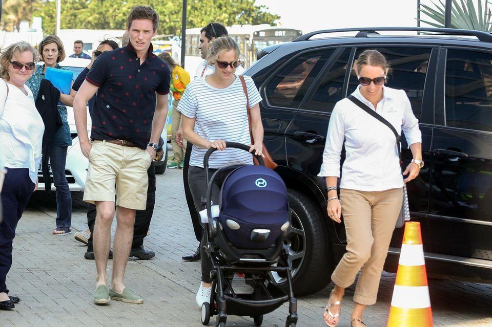 Oscargewinner Eddie Redmayne ist mit Ehefrau Hannah Bagshawe und Kind in Rio angekommen um sich die Olympischen Spiele anzuschauen.