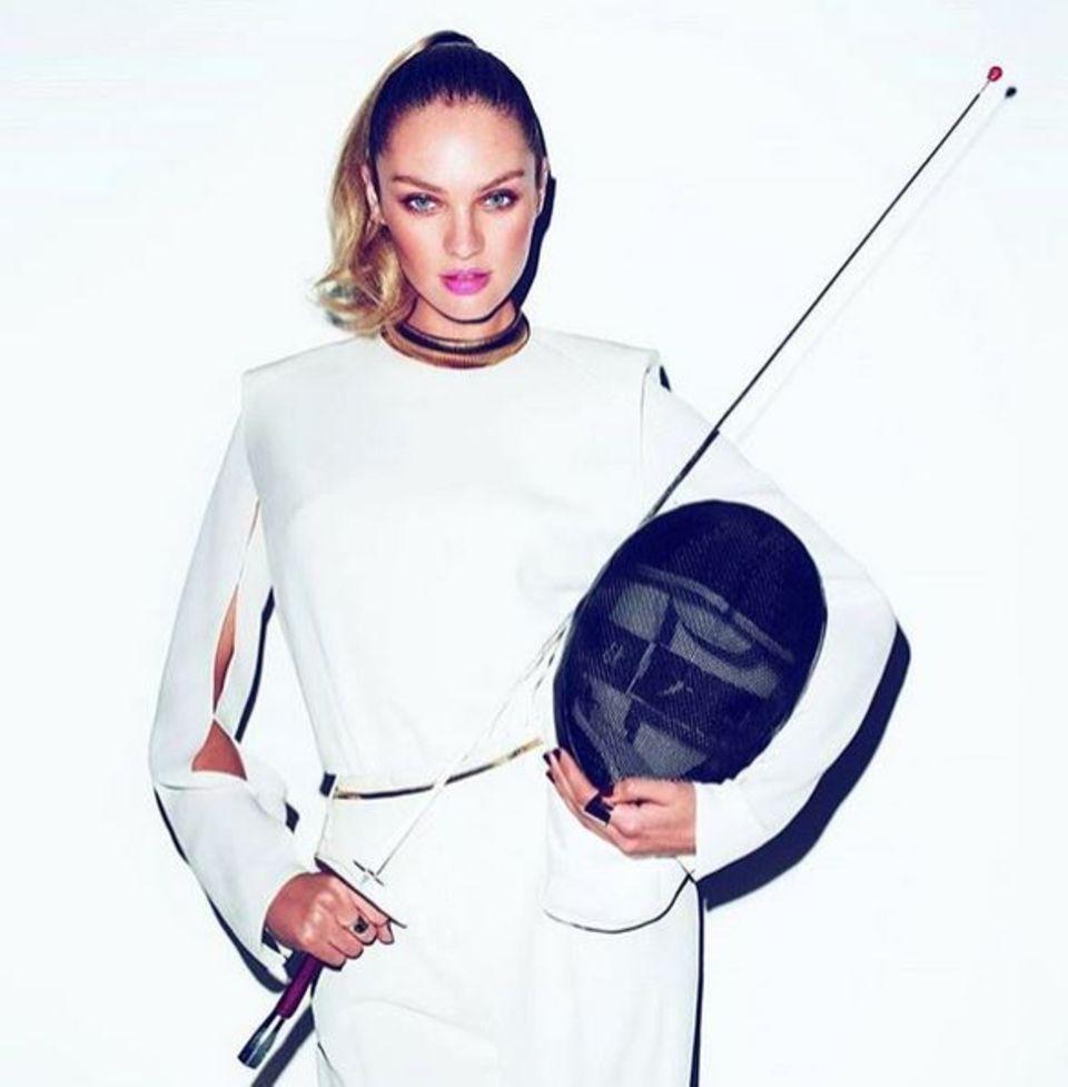 Nein, Supermodel Candice Swanepoel fechtet nicht bei Olympia in Rio. Der Victoria's-Secret-Engel macht allerdings eine gute Figur in der Fechtausrüstung.
