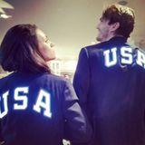 """Gleich im Partnerlook unterstützen Ashton Kutcher und Mila Kunis ihr Olympia-Team in Rio. """"Go Team USA!!!"""""""