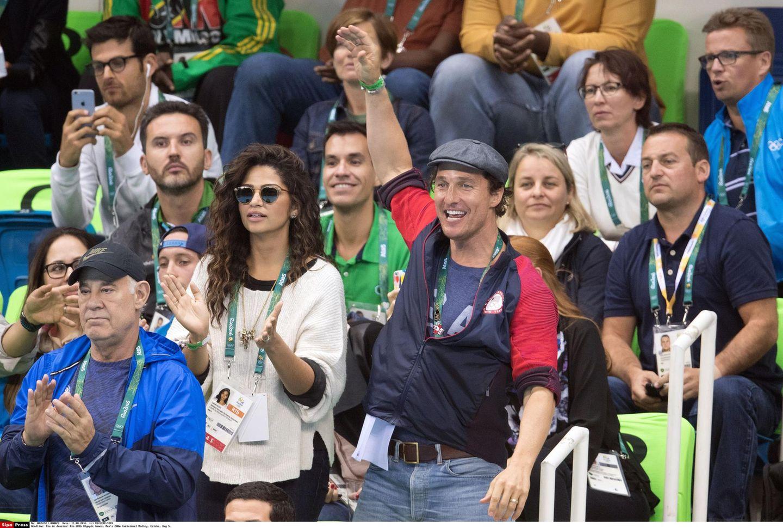 Schwimmen bei den Olympischen Spielen in Rio: Matthew McConaughey und Ehefrau Camila Alves fiebern beim Halbfinale über 200 m Lagen mit.