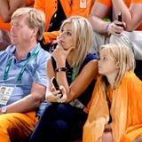 König Willem-Alexander, Königin Maxima und Prinzessin Ariane schauen dem Finale am Reck voller Spannung zu. Kein Wunder, denn Holländer Epke Zonderland gilt als heißer Gold-Favorit.