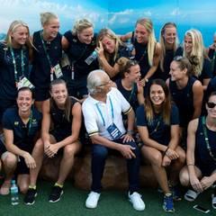 17. August 2016  König Carl Gustaf besucht die Frauenfußballmannschaft seines Landes.