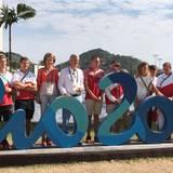 6. August 2016  König Philippe und Königin Mathilde posieren im Olympischen Dorf mit dem belgischen Team.