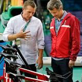 12. August 2016  Prinz Frederik lässt sich die Bahnfahrräder erklären.