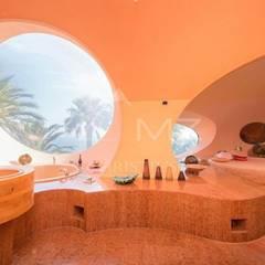 """Ein Bad mit Ruhebreich und eine Aussicht zum Träumen bietet das """"Bubble Palace"""" seinem neuen Besitzer."""