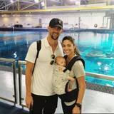 Michael Phelps: Familie Phelps zieht es wieder zum Wasser, diesmal aber nur zum Gucken: Beim Ausflug ins Aquarium von Atlanta bestauenen Michael, Nicole und Boomer allerhand Meerestiere.