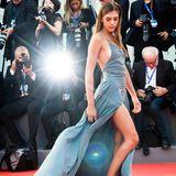 Sistine Rose Stallone, die 18-jährige Tochter von Sylvester Stallone, posiert schon wie ein großer Hollywood-Star.