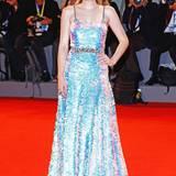 """Schillernd wie eine Meerjungfrau: Bei der """"Brimstone""""-Premiere trägt Dakota Fanning ein Pailletten-Kleid von Miu Miu."""