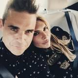 September 2016   Robbie Williams und Ayda Field halten einen besonderen Moment im Auto mit einem Selfie fest.