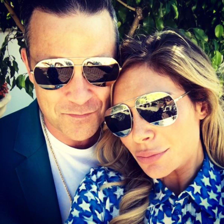 September 2016   Ayda Field und Robbie Williams lieben es im Partnerlook unterwegs zu sein. Die Sonnenbrille sieht aber auch lässig aus!