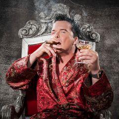 """Protz-Royal Marcus Prinz von Anhalt wird ebenfalls in den TV-Knast ziehen. Das bestätigte der Sender in einem Video auf seiner Homepage. Darin gibt sich der 49-Jährige gewohnt selbstsicher. Schiss habe er keinen, doch er warnt: """"Gebt mir keinen Alkohol, sonst werde ich zum Tier."""" Na, da dürfen wir wohl gespannt sein..."""