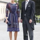 Taufe Prinz Alexander von Schweden: Karolin A Johansson, die Hofchefin von Kronprinzessin Victoria kommt in einem plissierten Kleid und eher gedeckten Farben.