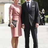 Taufe Prinz Alexander von Schweden: Hofsprecherin Margareta Thorgen sieht auch sehr edel aus. Das roséfarbene Kostüm passt hervorragend zu solch einer royalen Taufe.