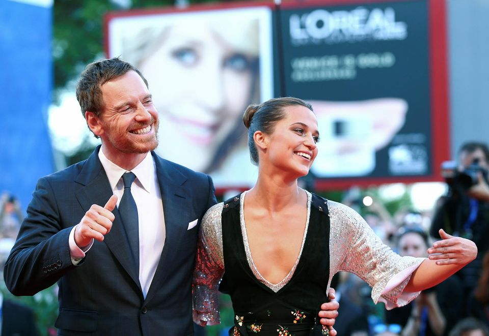 """Gleich zwei Premieren: Michael Fassbender und Alicia Vikander stellen in Venedig nicht nur ihren ersten gemeinsamen Film vor (""""The Light Between Oceans""""), sondern zeigen sich auch erstmals zusammen auf einem roten Teppich."""