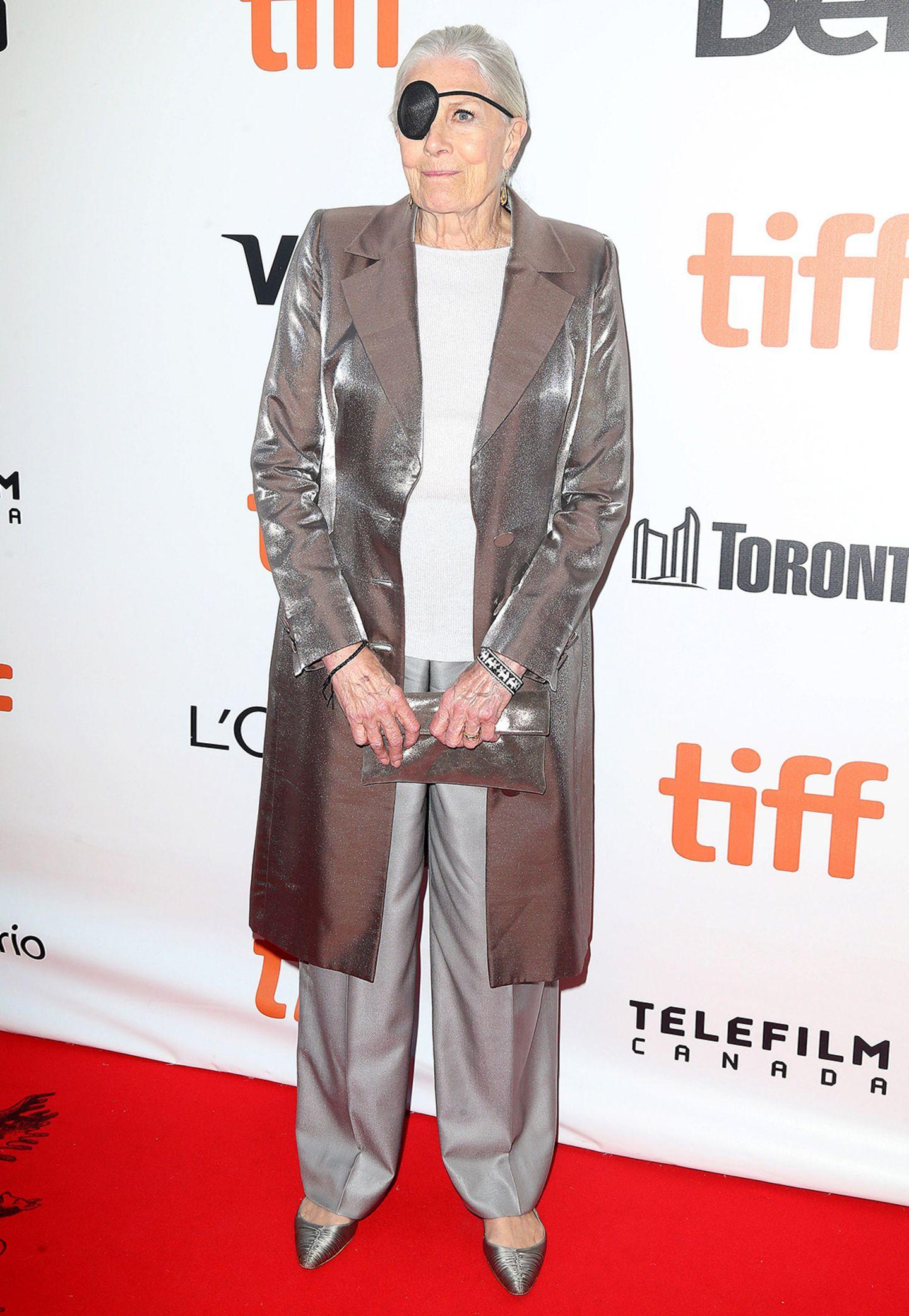 Wenn schon, denn schon! Vanessa Redgrave zeigt sich in Toronto von oben bis unter in Silber.