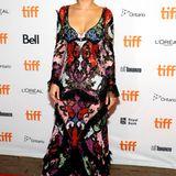 Beim Make-up hat Brie Larson versucht die Farbe in ihrem Kleid wieder aufzunehmen.