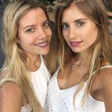 Schwestern-Selfie: Cathy und Vanessa teilen offensichtlich nicht nur ihre Vorliebe für weiße Tops, sondern auch ihre Augenfarbe.