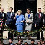 Prinzessin Beatrix winkt zur goldenen Kutsche, in der sie früher selbst gefahren ist - jetzt ist das die Aufgabe ihres Sohnes.