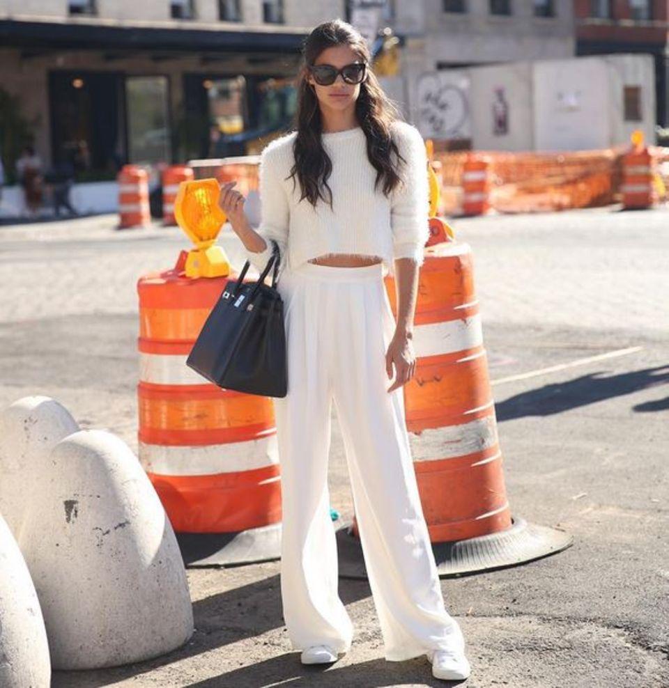 Mode, Mode, Mode! Selbst wenn Sara Sampaio nicht auf dem Runway ist, kleidet sie sich in den aktuellsten Trends.