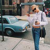 Romee Strijd macht während der Fashionweek selbst den Bürgersteig zum Catwalk und zeigt sich in einem coolen Classy-Look.