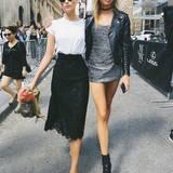 """12. September: Sie laufen nicht nur zusammen über den """"Victoria's Secret""""-Catwalk. Auch New Yorks Straßen machen Elsa Hosk und Stella Maxwell gemeinsam unsicher."""