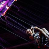 Für Philipp Plein geht Paris Hilton in die Luft.