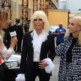 """Immer ein Hingucker: Designerin Donatella Versace im Interview während dem Opening-Event zur Fashion Week im """"Mudec"""" Museum."""