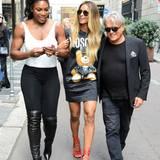 Serena Williams, Ciara und Schuh-Designer Giuseppe Zanotti ziehen bestens gelaunt durch die Straßen von Mailand.