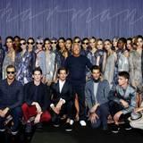 Die Models und der Meister: Das Gruppenbild mit Star-Designer Giorgio Armani ist Pflicht.