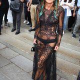 Anna Dello Russo zeigt sich bei der Show Emilio Pucci mehr als freizügig.
