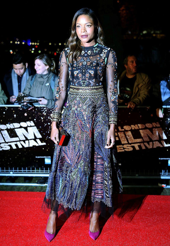 """Naomie Harris bezaubert bei der Premiere von """"Moonlight"""" im prcahtvoll besticken Abendkleid."""