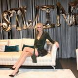 Das war ein gelungener Abend. Auch Ex-GNTM-Kandidatin Darya Strelnikova (in einem dunkelgrünen Wickelkleid) ist begeistert.