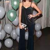 Model Marie Nasemann mag es bequem: Ihr Outfit erinnert leicht an einen Pyjama.