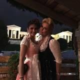 Claudia Effenberg und ihre Tochter Lucia tragen ganz traditionell ein Dirndl zur Wiesn.