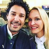 Star-Visagist Boris Entrup und GALA-Chefredakteurin Anne Meyer-Minnemann stimmen uns mit diesem Selfie schon mal aufs Oktoberfest ein.