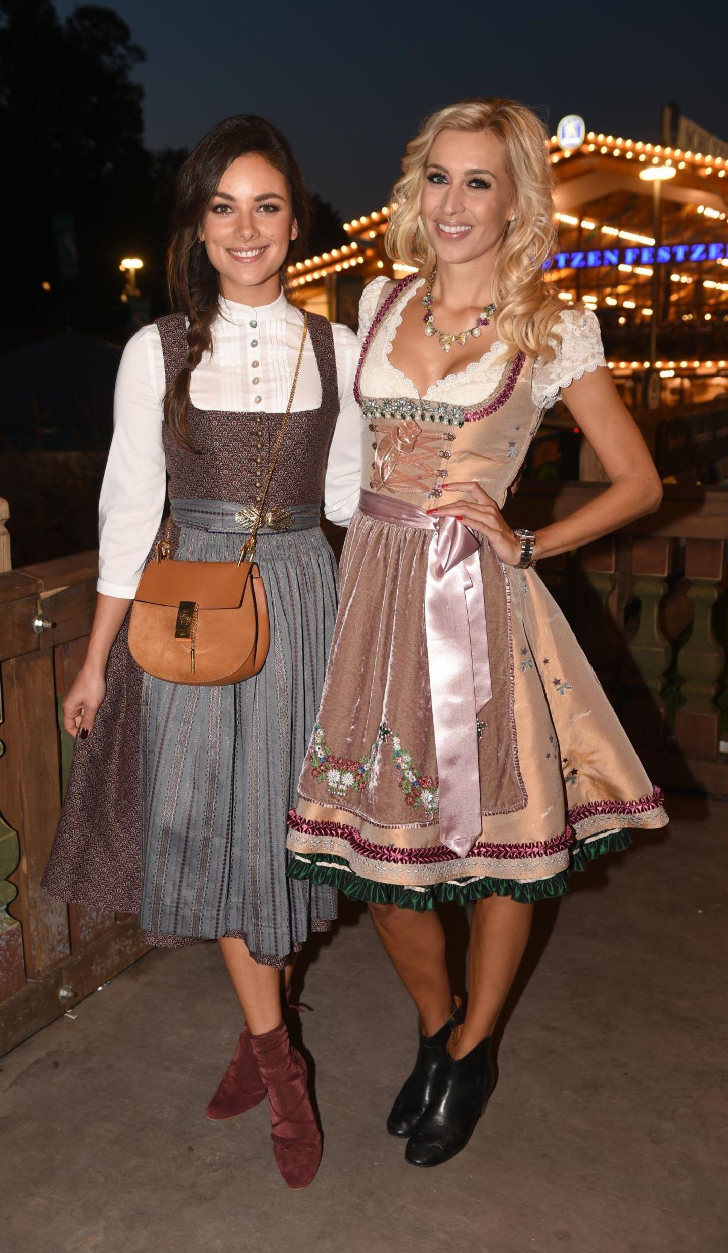 Welch bezauberndes Motiv: Schauspielerin Janina Uhse und Moderatorin Verena Kerth verbringen den Tag gemeinsam auf der Wiesn und stellen sich den Fotografen.