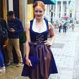 GNTM-Star Barbara Meier sieht im Dirndl selbst bei Münchner Schmuddelwetter noch bezaubernd aus.
