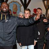 Ein Bieber in Bayern! Genauer gesagt gleich zwei, denn Überraschungsgast Justin Bieber hat bei seinem Besuch des Oktoberfests gleich seinen Vater Jeremy mitgebracht. Ebenso wie jede Menge Bodyguards.