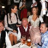 Feier-Freunde! Boris Becker, Lilly, Verona und Franjo Pooth lassen es sich gemeinsam im Käfer-Zelt gut gehen.