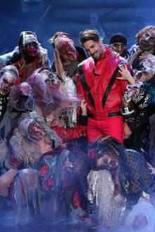 """Bene Mayr tanzt bei seinem Solo zu '""""Thriller"""" von Michael Jackson."""
