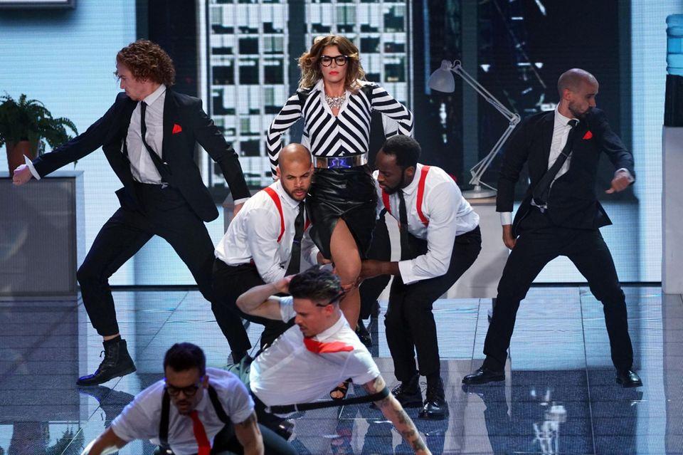 """Sabia Boulahrouz tanzt während ihres Solos zu """"Womanizer"""" von Britney Spears."""