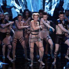 "Aneta Sablik tanzt bei ihrem Solo zu ""Born This Way"" von Lady Gaga."