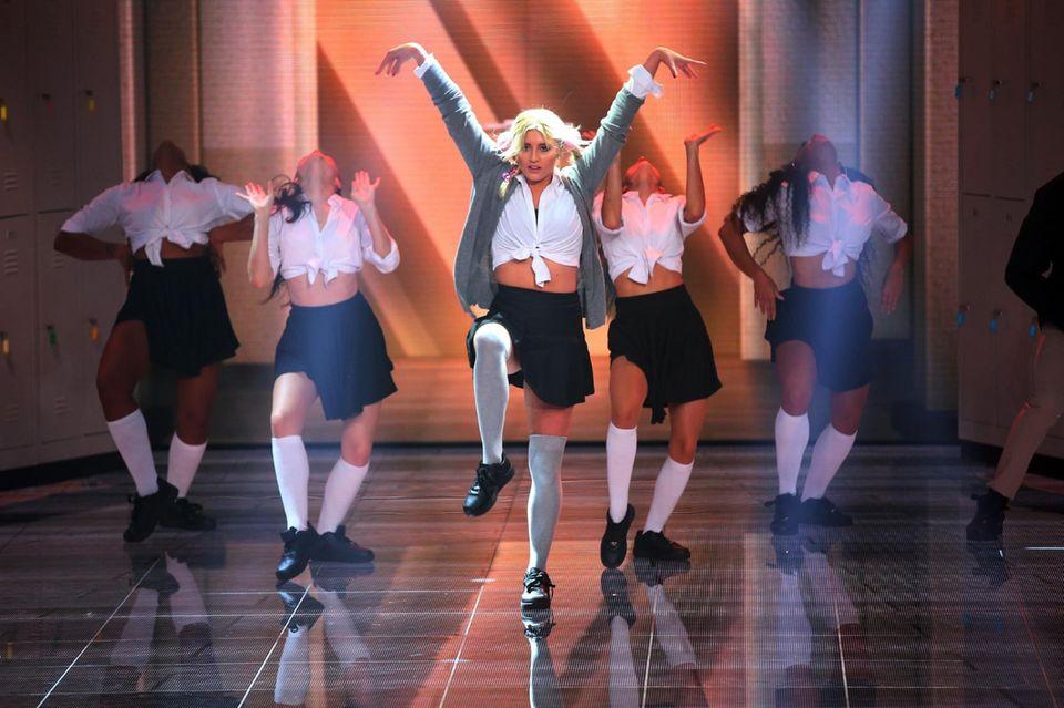 """Luna Schweiger tanzt bei ihrem Solo zu """"One More Time"""" von Britney Spears."""