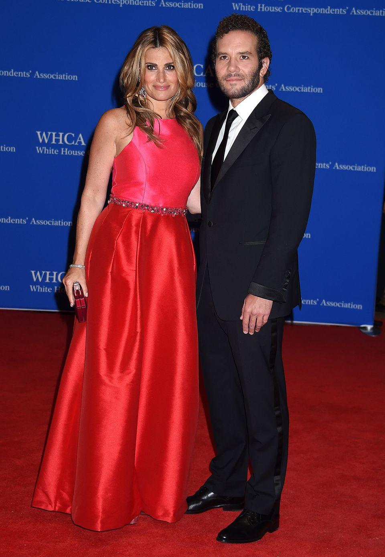 Musical-Star Idina Menzel und ihr Verlobter Aaron Lohr kennen sich seit über 10 Jahren, sind aber erst seit Idinas Trennung von ihrem Ex-Mann Taye Diggs 2014 ein Paar.