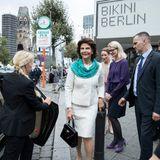 Tag 3  Silvia von Schweden vor der Bikini Gallery in Berlin.