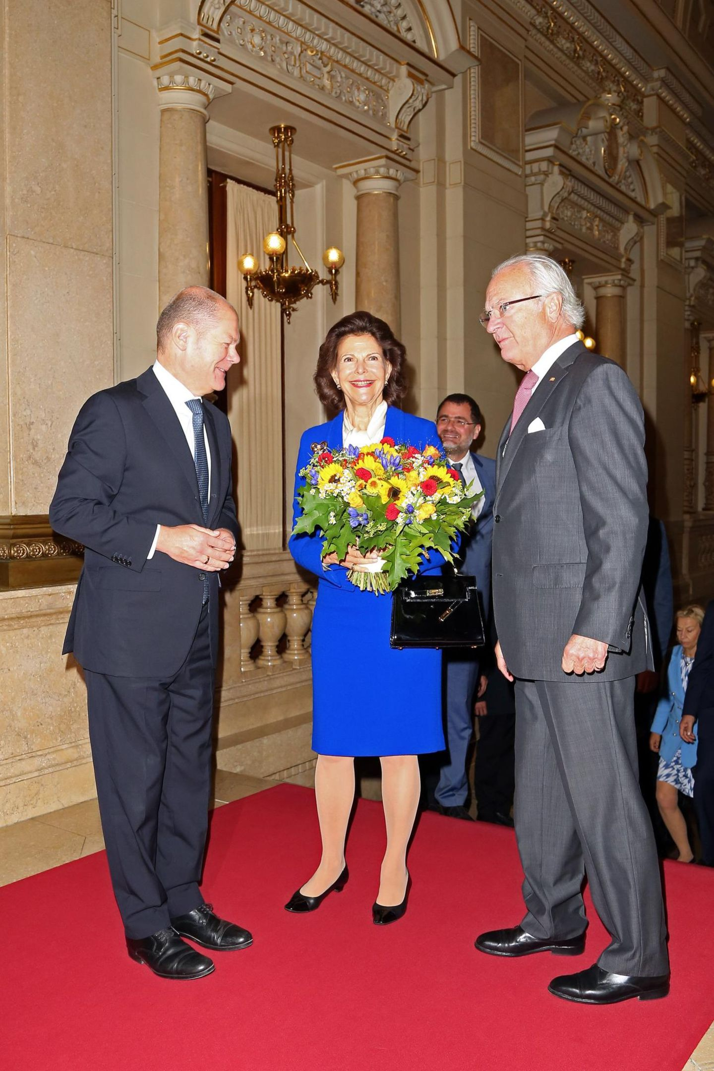 Tag 2  Hamburgs Bürgermeister Olaf Scholz heißt das Königspaar im wunderschönen Hamburger Rathaus willkommen.