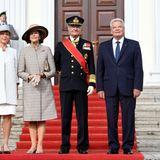 Tag 1  Daniela Schadt, Königin Silvia, König Carl Gustaf und Joachim Gauck posieren für ein Gruppenfoto während der Willkommenszeremonie auf Schloss Bellevue in Berlin.