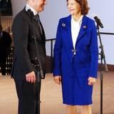 Tag 2  Bürgermeister Olaf Scholz nutzt eine Sekunde für ein freundliches Pläuschchen mit Silvia von Schweden.