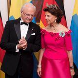 Tag 1  Da Königin Silvia aus Deutschland stammt, springt sie bestimmt gerne mal als Dolmetscherin für ihren Gatten Carl Gustaf ein.