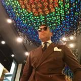 Unterwegs in einem seiner Stores: Top gestylt geht Lapo Elkann auf Steppvisite.
